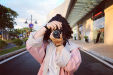 Free Woman Wearing Pink Coat Holding Dslr Camera Stock Photo - 110418100