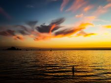 Free Body Of Water Under Calm Sky During Golden Hour Royalty Free Stock Photo - 110501015