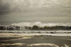 Free Waves Under White Sky Royalty Free Stock Image - 110534546