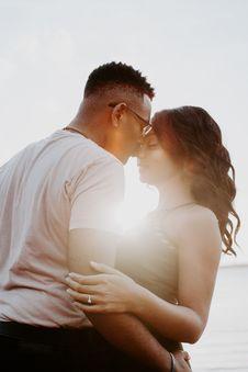 Free Man Wearing White Shirt Kissing Woman In Her Nose Royalty Free Stock Photo - 110654985