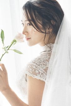 Free Woman Wearing White Lace Encrusted Wedding Gown And Veil Stock Image - 110655031