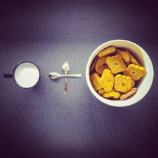 Free Crackers In Round White Ceramic Cup Near Two Stainless Steel Spoons And Black Ceramic Mug Royalty Free Stock Image - 110655056