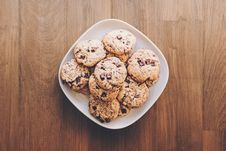 Free Cookies On Square White Ceramic Plate Royalty Free Stock Photo - 110655115
