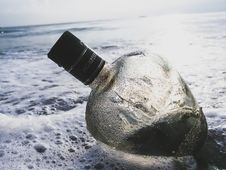 Free Clear Glass Bottle On Body Of Water Royalty Free Stock Photography - 110655137