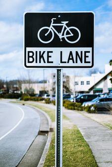 Free Black And White Bike Lane Signage Royalty Free Stock Photography - 110655187