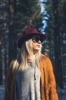 Free Woman In Brown Cardigan And Gray Top Near Green Leaf Trees At Daytime Royalty Free Stock Photography - 110655207