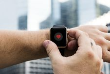 Free Person Operating Smartwatch Stock Images - 110720974