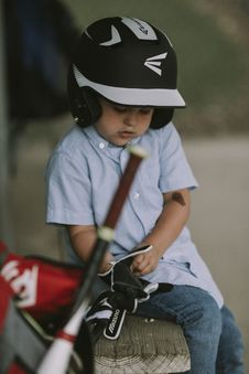 Free Boy Wearing Black And White Baseball Helmet And Gloves Royalty Free Stock Image - 110796406