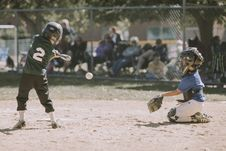 Free Two Children Playing Baseball Stock Photo - 110796410