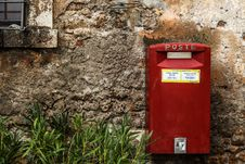 Free Red Mail Box Beside Green Grass Royalty Free Stock Image - 110796466