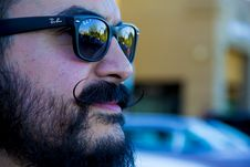Free Man Wearing Black Ray-ban Wayfarer Royalty Free Stock Photography - 110983997