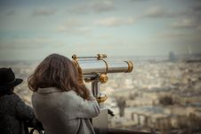 Free Person Using Telescope Stock Photography - 110984032