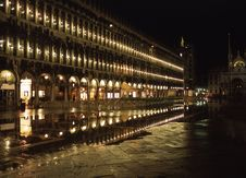 Free Piazza San Marco At Night Royalty Free Stock Photos - 1110598