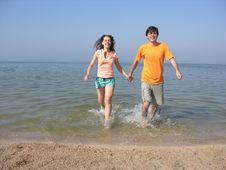 Free Couple Run On Beach Stock Photos - 1113053
