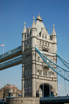 Free Tower Bridge Modern Royalty Free Stock Photos - 1114448