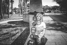 Free Grayscale Photo Of Woman Leaning On Concrete Post Royalty Free Stock Photos - 111070188