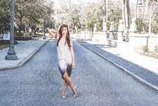Free Woman Standing On Street With Cross Leg Royalty Free Stock Photo - 111070255