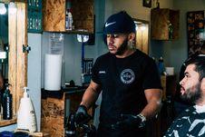 Free Man Wearing Black Shirt Standing Near Man Wearing Gray Shirt Inside Room Stock Images - 111169934