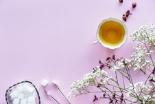 Free White And Purple Flowers With White Tea Cup Containing Yellow Liquid Stock Photos - 111169943