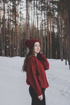 Free Woman Wearing Red Sweater And Red Beanie Under Forest Royalty Free Stock Images - 111170039