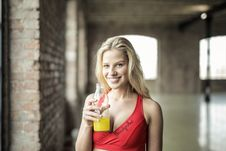 Free Woman Wearing Red Sports Bra Holding Clear Plastic Bottle Royalty Free Stock Photos - 111170138