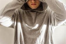 Free Man Wearing Gray Hoodie Stock Photography - 111170292