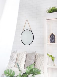 Free Round Black Framed Mirror On The Wall Royalty Free Stock Photo - 111217205