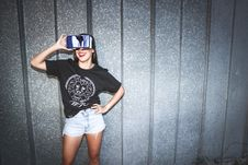 Free Woman In Black Crew-neck T-shirt Wearing Blue Vr Goggles Stock Photo - 111277590