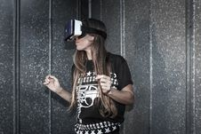 Free Woman Wearing Virtual Reality Glasses Stock Photos - 111277633