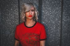 Free Woman Wearing Red Shirt With Red Lipstick Royalty Free Stock Photos - 111277648