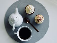 Free White Ceramic Cup And Teapot With Cupcakes Royalty Free Stock Images - 111364599