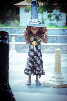 Free Photo Of Girl Carrying Giant Chess Royalty Free Stock Photography - 111364607