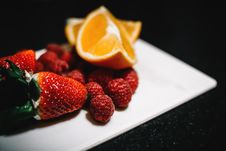 Free Strawberries And Sliced Wedge Oranges On White Dish Royalty Free Stock Images - 111457379