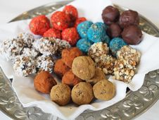 Free Chocolate Truffle, Rum Ball, Vegetarian Food, Bourbon Ball Stock Photography - 111483072