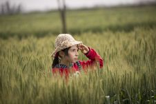 Free Girl In Red Hoodie Wearing Beige Sunhat Royalty Free Stock Photography - 111545527
