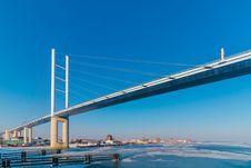 Free White Metal Bridge Under The Blue Sky Royalty Free Stock Photo - 111615205