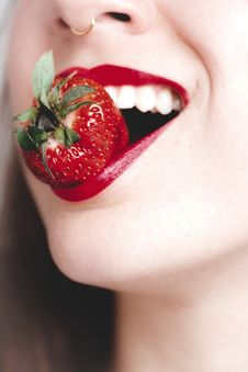 Free Woman Biting Strawberry Royalty Free Stock Images - 111615359