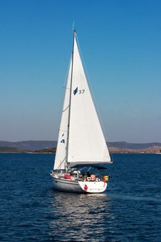 Free Sail, Sailboat, Dinghy Sailing, Water Transportation Stock Image - 111643841