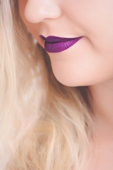 Free Woman With Purple Lipstick Royalty Free Stock Photo - 111685505