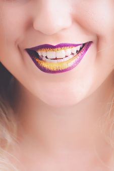 Free Woman Showing Her Purple And Yellow Lipsticks Royalty Free Stock Photos - 111685508