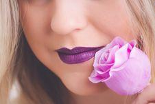Free Woman Holding Pink Rose Flower Royalty Free Stock Image - 111685526