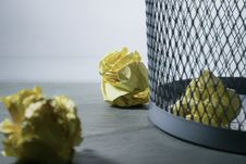 Free Focus Photo Of Yellow Paper Near Trash Can Stock Photos - 111823713
