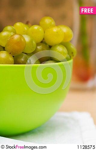 Free Green Basin Of Ripe Green Grapes Royalty Free Stock Photo - 1128575