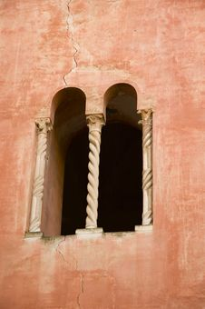 Free Mullioned Window With Two Lights Royalty Free Stock Photography - 1123267