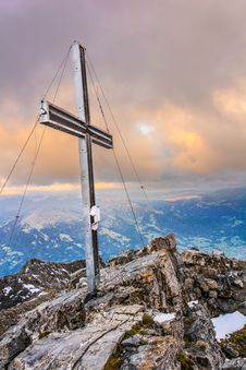 Free Sky, Mountainous Landforms, Mountain, Cloud Stock Photo - 112060210