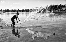 Free Grayscale Photo Of Man Throwing A Fishing Net Royalty Free Stock Photo - 112089795