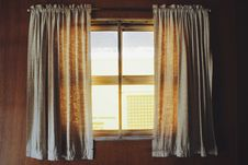 Free Two White Rod Pocket Curtains Royalty Free Stock Images - 112089809