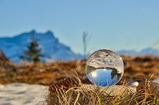 Free Glass Ball On Brown Nest Royalty Free Stock Photos - 112089818