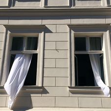 Free Opened Windows With White Curtains Royalty Free Stock Images - 112090029