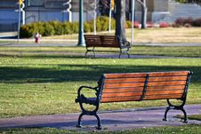 Free Black Metal Framed Brown Wooden Bench On Park Royalty Free Stock Photo - 112184465
